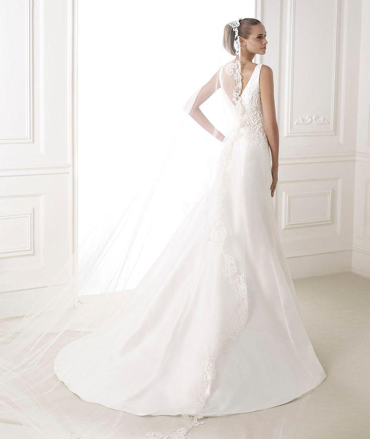 Perfect  best Pronovias Barcelona Wedding Dresses images on Pinterest Bridal veils Wedding dressses and Wedding