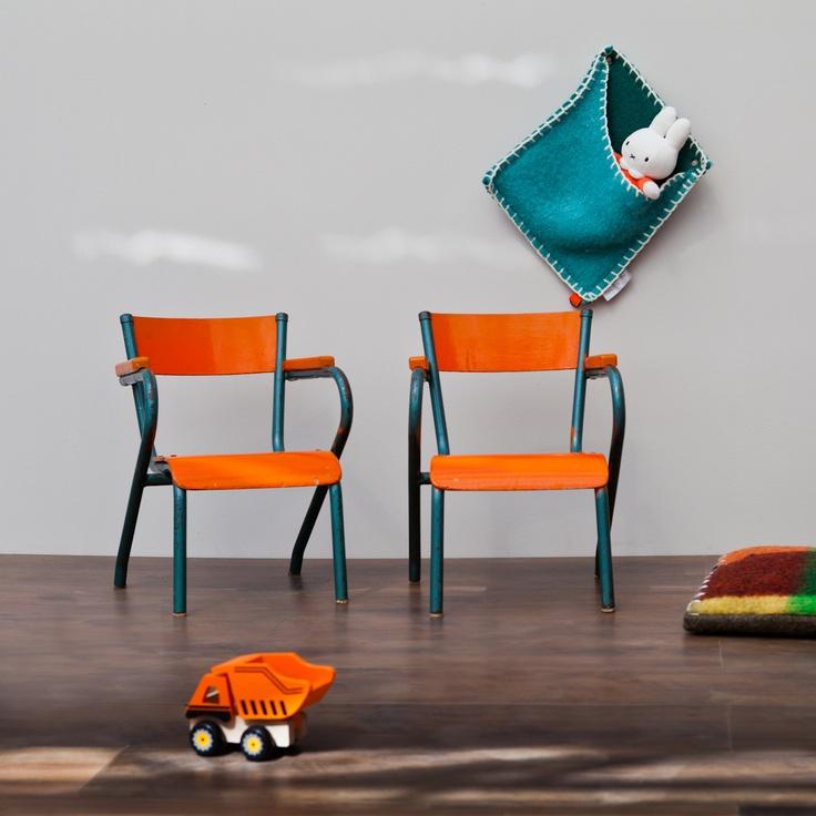 Oranje kinderstoelen via iamrecycled.nl | Kids furniture #chair #kidsroom