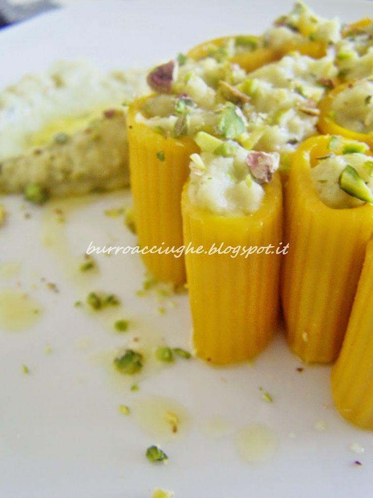 Pasta gialla alle melanzane e pistacchio #pasta #eggplant #pistacchio #italiandish