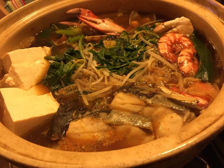 海鮮チゲ 昆布じゃこ出汁、具は渡り蟹海老あさり鱈と贅沢に。味付けは、ニンニク生姜すりおろし、豆板醤、コチュジャン、甜麺醤、赤だし味噌。スープ絶品。3/23dinner