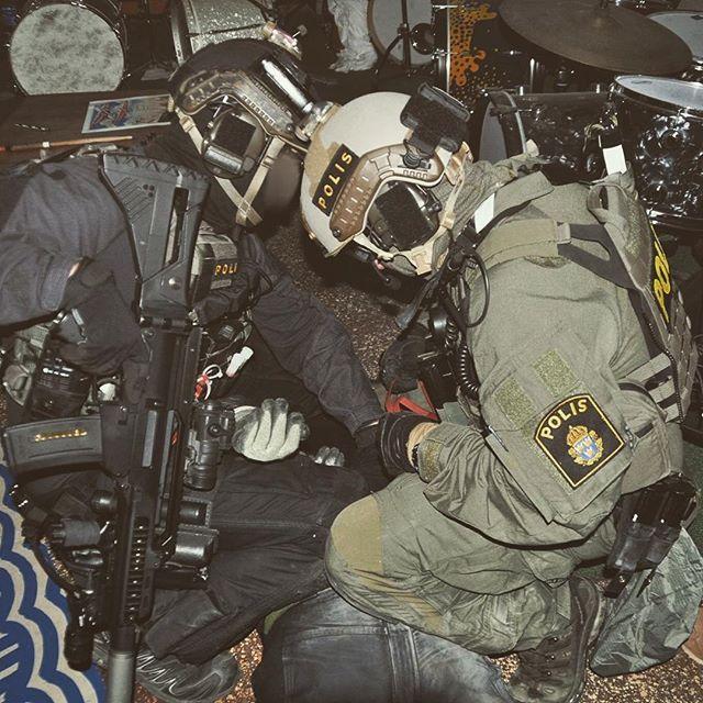"""Lay still you god damn hippie!"" @tf_hades REENACTMENT ONLY! #SOE #polis #polisen #insatsstyrkan #police #polizei #swat #lawenforcement #counterterrorism #thinblueline #operatorasfuck #doorkicker #cryeordie #combat #cqb #hecklerandkoch #nocompromise #specialforces #raid #operator #tactical #milsim #realsim #polisim #airsoft #airsoftsverige #airsoftinternational #pewpew"