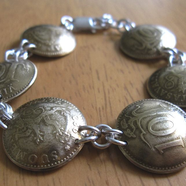 Great gift to end a European tour.  Don't we all have extra coins from all of our travels? Coin bracelet | JewelryLessons.com