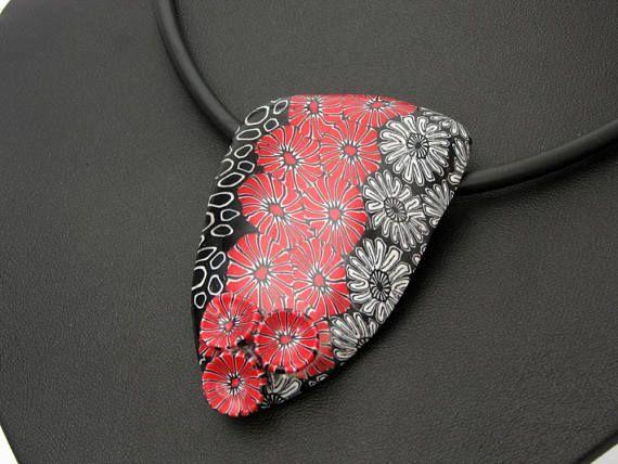 Halskette  3 D in schwarz und rot aus handgefertigten Polymer