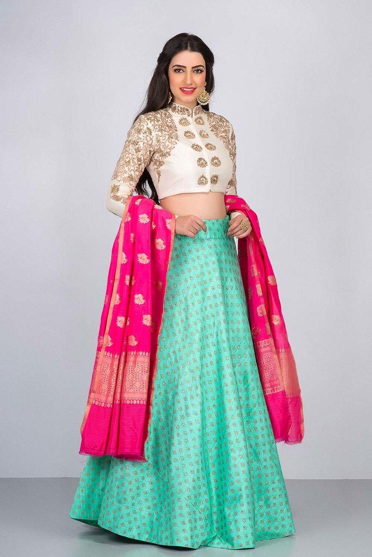 NIYOOSH tri coloured lehenga #Flyrobe #Bride #Wedding #Lehenga #IndianWedding #designer #designerlehenga #lehengacholi #lightlehenga #heavylehenga