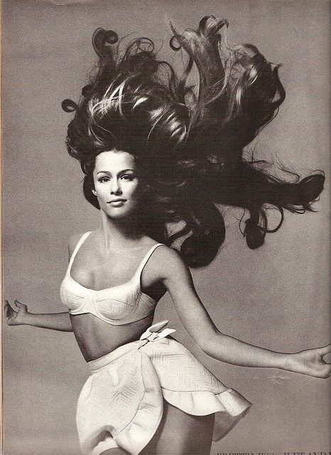 Lauren Hutton. Vogue June, 1968.  her hair just looks amazing in this picture!!!!