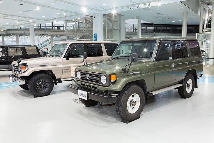 日本仕様のランクル70後期モデル。グリーンのモデルが1990年~1999年のHZJ77V、もう1台は1999年~2004年のHZJ76
