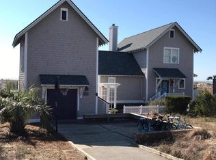 View 24 photos of this $1,195,000, 4 bed, 5.0 bath, 1750 sqft single family home located at 813 S Bald Head Wynd # B, Bald Head Island, NC 28461 built in 1996. MLS # 100046502.