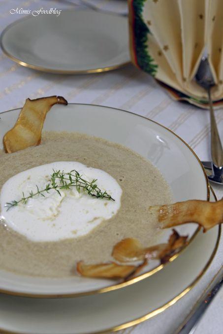 Eine langsam reduzierte Champignoncremesuppe mit Weißweinist ein wahrer Genuss. Sie schmeckt wunderbar als Vorspeise zu Winter- und Herbstmenüs.