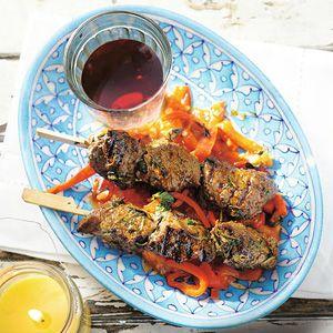Recept - Biefstukspiesen met gestoofde paprika en oregano - Allerhande