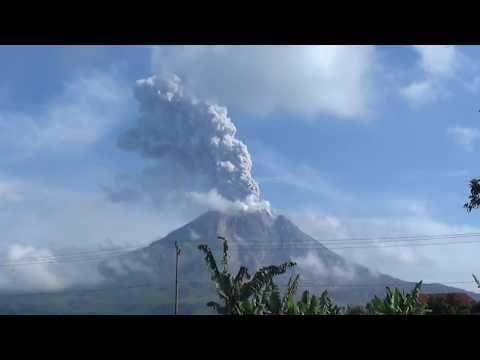 12/27/2017 - SINABUNG Volcano Eruption Caught On Video Camera - YouTube