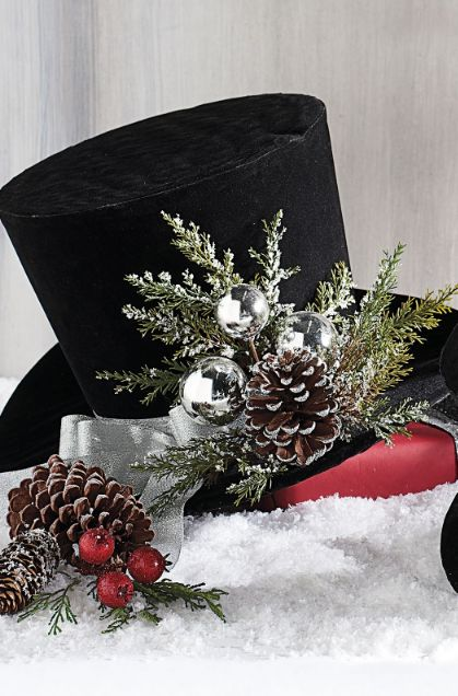 Jaunty And Unexpected Our Charming Top Hats Offer A Refreshing New Element To Your Holiday Displays Happy Christmas