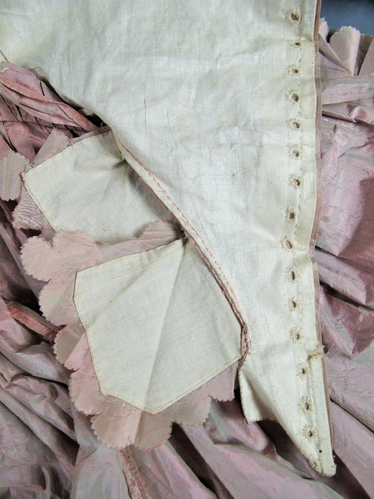 Detail inside view, robe à l'anglaise and petticoat, France, ca. 1770-1780. Changeable silk taffeta of pale pink and sage green, scalloped and pleated basque flounces, linen lining. Hooped celadon green silk satin quilted petticoat.