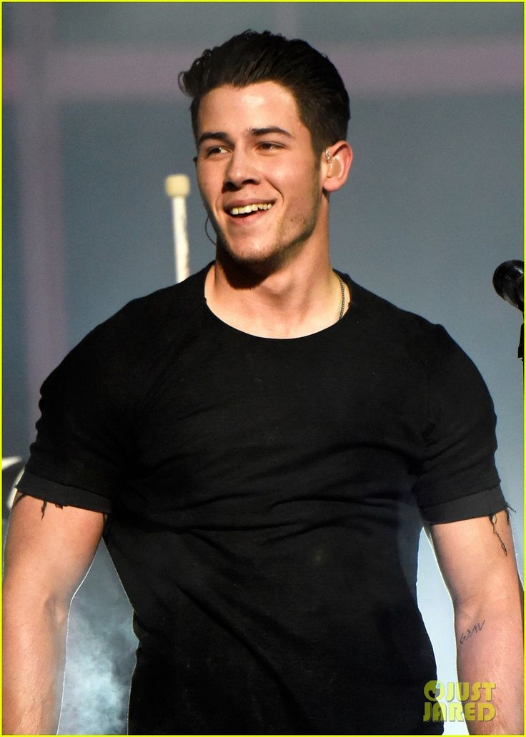 nick jonas chains iheartradio music awards 2015 video 02 Nick Jonas is all shackled up while performing his hit song