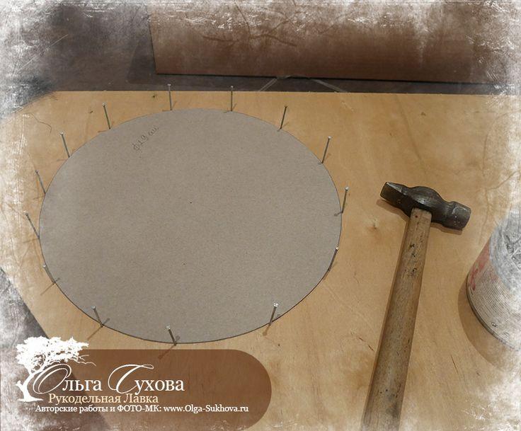 3. Вынимаем бумажный круг - получается основа для плетения.                                 4. Подготавливаем ветки. Если они не ровные и с обломанными сучками, то лишнее надо срезать. А слишком кустистые ветки лучше разделить на отдельные веточки.