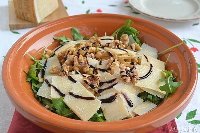 Insalata di rucola ceci e grana, scopri la ricetta: http://www.misya.info/2014/11/11/insalata-di-rucola-ceci-e-grana.htm