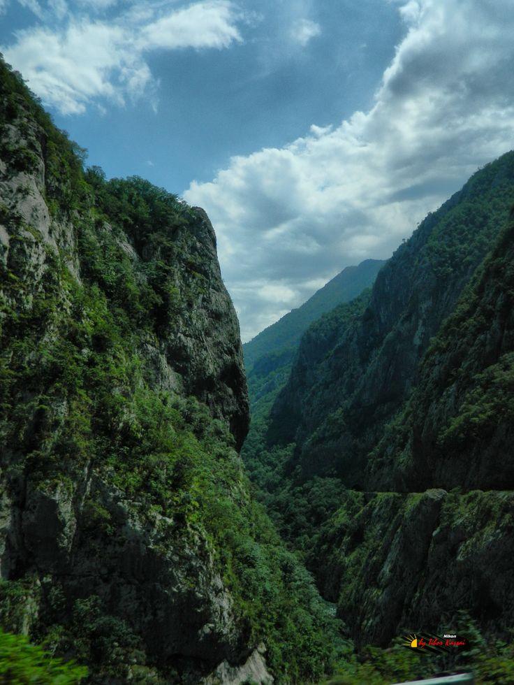 Moraca Canyon, Montenegro, Nikon Coolpix L310, 6.2mm, 1/160s, ISO80, f/9.4, -1.0ev, HDR-Art photography, 201607031415
