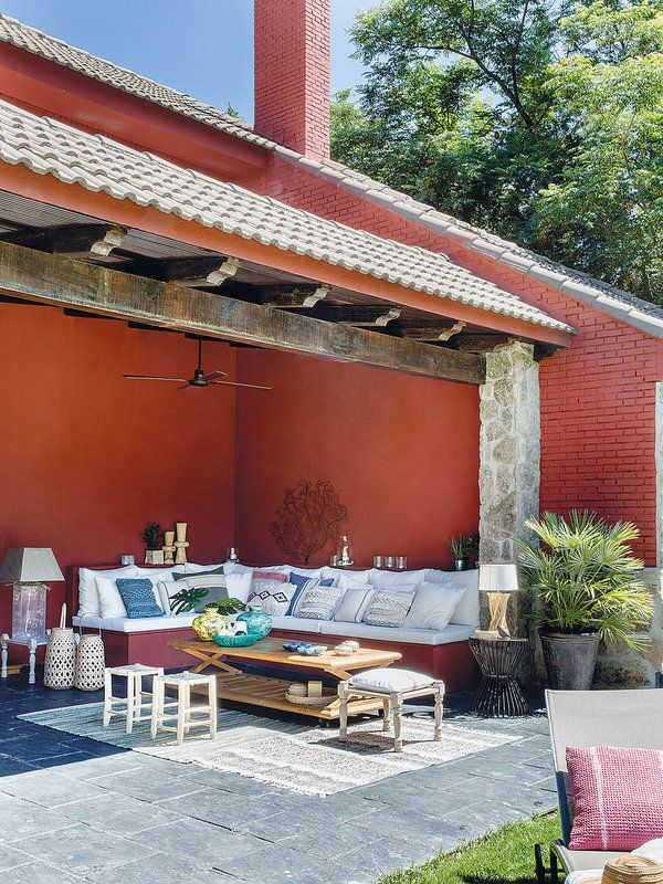 Un chal con jard n piscina y ambientes apacibles for Diseno de patios con piscina