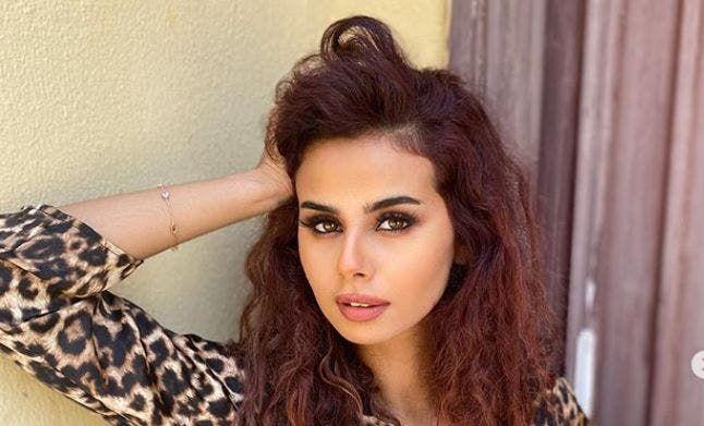 منة عرفة تكشف عن حقيقة خضوعها لعمليات التجميل فيديو Hair Styles Beauty Long Hair Styles