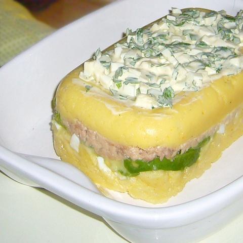 Causa limeña de atún. Ver la receta http://www.mis-recetas.org/perfil/show/29419-petabl