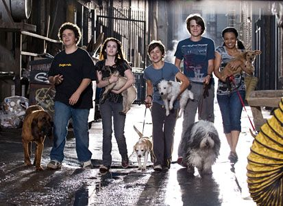 Hotel for Dogs - Great film for all dog lovers '~}