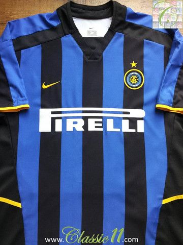 Relive Internazionale's 2002/2003 season with this vintage Nike home football shirt.