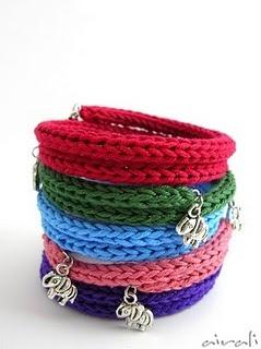 Pulseiras de tricô (bracialli con il tricotin)
