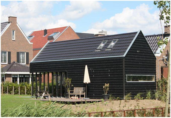 zwart gepotdekseld hout als gevelbekleding - Architectenbureau Jules Zwijsen