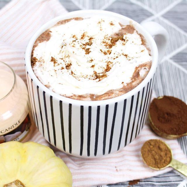 Was gibt es schöneres, als eine Pumpkin Spice Hot Chocolate an einem so stürmischen Herbsttag? Das Rezept findet ihr auf meinem Blog ▪️Link in Bio▪️ Habt einen schönen Sonntag und macht es euch gemütlich 🍂 _____________________________ #pumpkinspiced #hotchocolate #daslebengenießen #herbst #kürbis #kürbiszeit #yummy #foodlovers #foodblogger #foodstagram #blogging #blogger_de