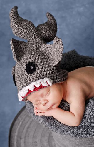 Shark Bite Beanie (All Sizes) ~ free pattern ᛡ  this looks so cool !!!!