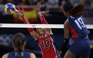 http://www.MilitaryGradeNutritionals.com/blog  The U.S. women's volleyball team remained undefeated at the London Olympics with a straight-set victory over the Dominican Republic on Tuesday night to advance to the semifinals.