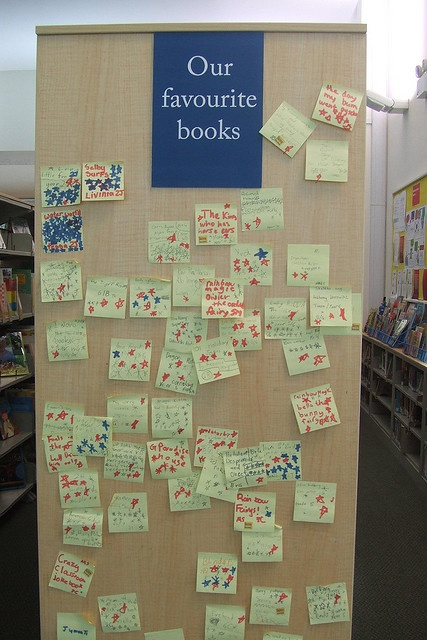 "Our Favorite Books post-it bookshelf. This would be cool to have in a classroom as a way for students to share book titles. You could switch up the genre and make it different every so often - Ex: ""Out Favorite Action Books"""