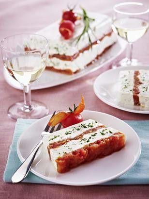 Das Rezept für Käse-Tomaten-Terrine mit Kräutern und weitere kostenlose Rezepte auf LECKER.de