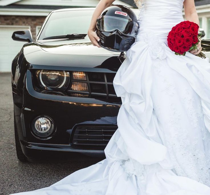 Unique Bridal Portrait - Cars and Flowers - Race Car - Black - Red Roses - Classic Red Boquet - White Wedding Dress - Lace Wedding Dress - Racing Helmet - Dress - Knoxville TN Florist - www.lisafosterdesign.com