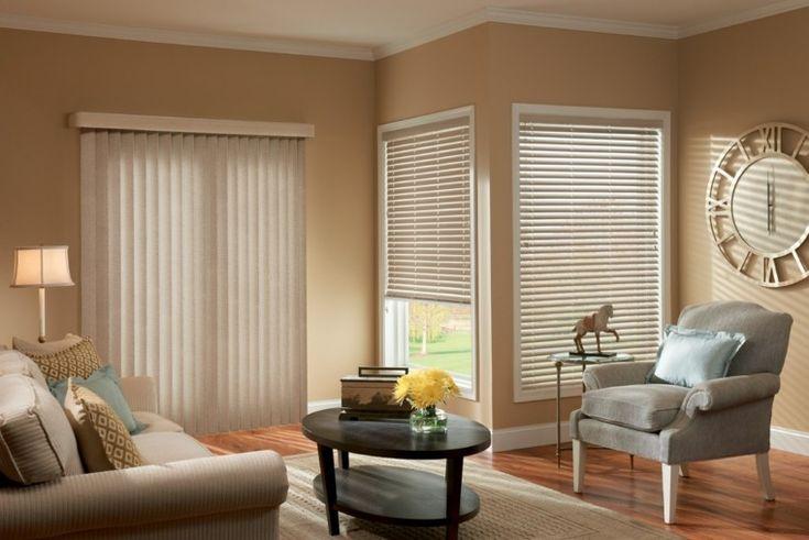 combinación de estores verticales y horizontales en el salón