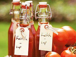 Ketchup selber machen: 6 Rezepte Ketchup mit Himbeeren Mango-Ketchup Würzketchup Cranberry-Ketchup Hagebutten-Ketchup Tomatenketchup