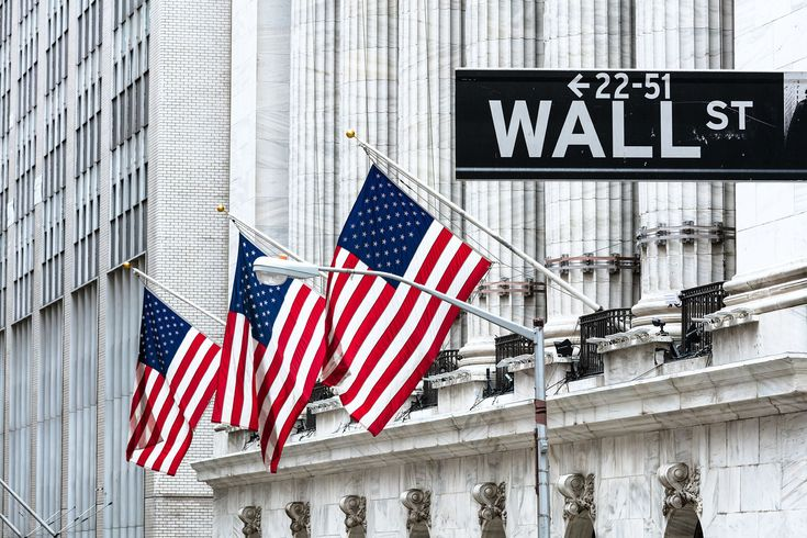 Wall Street indexes closed at new record highs on Thursday, boosted by gains in energy stocks as oil prices soared, and investors betting on a strong US corporate earnings season. The Dow Jones industrial average <.DJI> was up 205.60 points, or 0.81 percent, at 2,554.73. The Standard &...