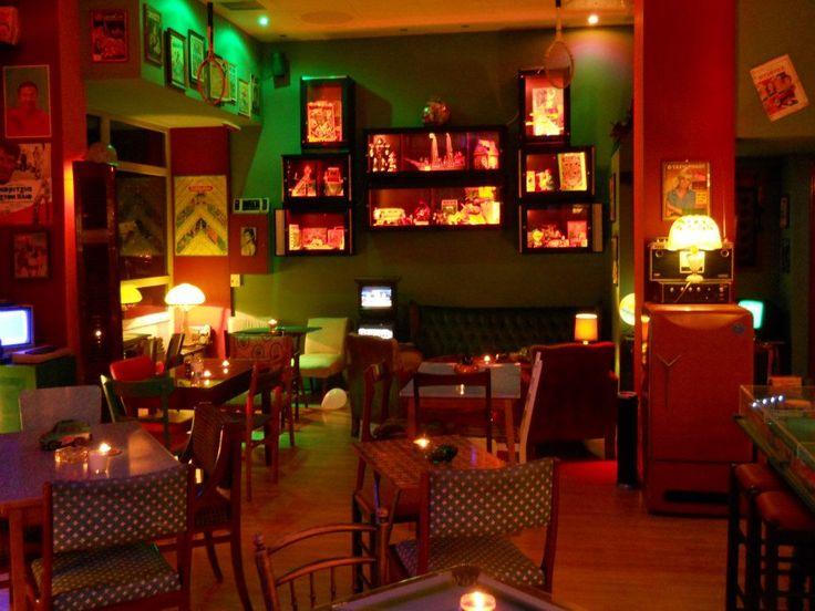 Οκτώ μοναδικά café στις γειτονιές της πόλης