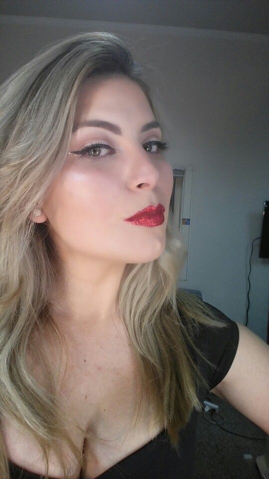 #glitter #redglitterlips