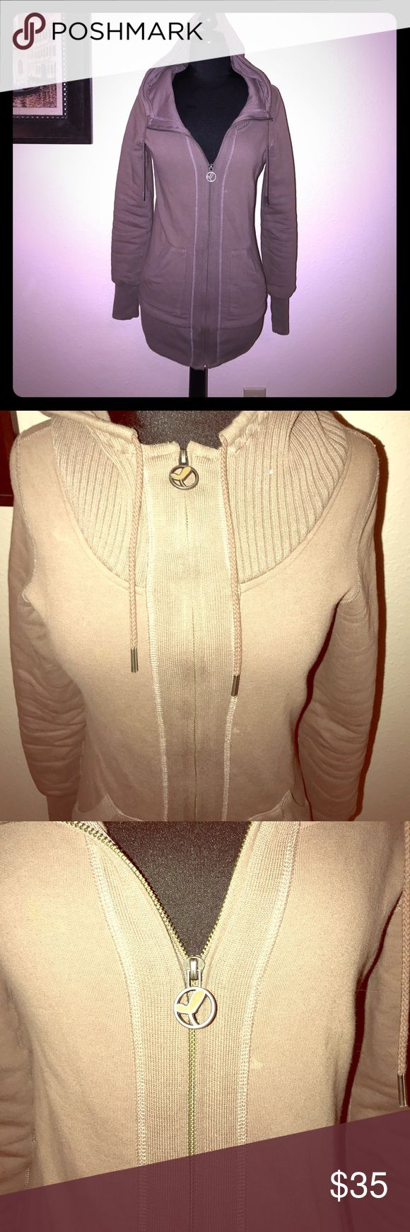 Aritzia Brown Sweat Shirt size XS Pre-owned, excellent condition! Purchased from Aritzia. Brand is Community. Zip up closure. Has an intact hood. Two pockets on each side. Soft & warm & comfy. Dark Tan colored. Size XS. Community Tops Sweatshirts & Hoodies