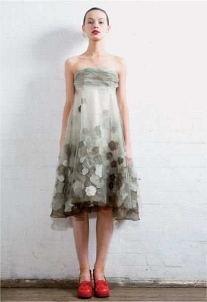 akira isogawa ~ I am warming more and more to the idea of embellishing clothing with hand made flowers