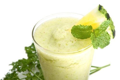 Succo di ananas cetriolo e aloe vera