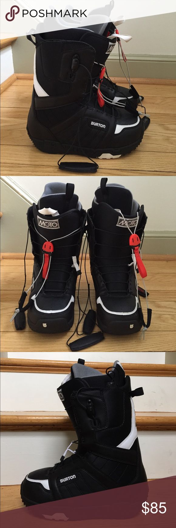 Burton Moto Snowboarding Boots, Men's size 7 Burton Moto Snowboarding Boots, men's size 7. In excellent condition!!! An extra 8$ is added into price due to shipping cost. Shoes Boots