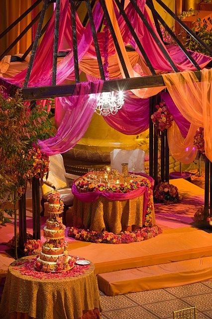 Sweetheart table for Indian bride and groom.  Indian wedding, indian decor #shaadibazaar, #indianwedding, #wedding