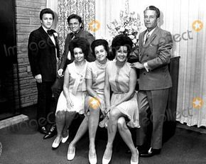 Johnny Cash with His Brothers and Sisters ..