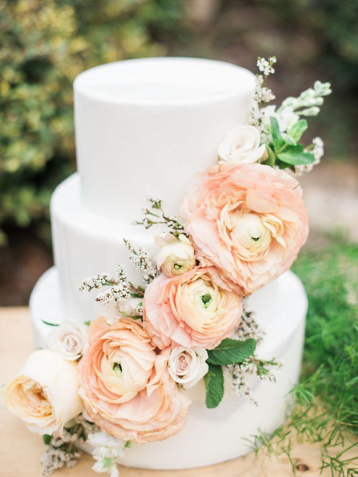 Peach floral cake   Photography: Dani Cowan