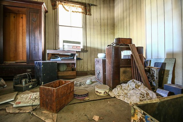 The other front room, was also filled with radios and parts. the floor boards where on there way out, each step had to be taken with extreme caution!