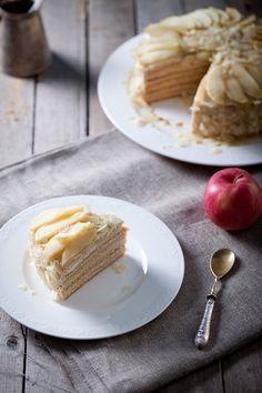 C яблочным кремом коржи: 1 ст.л. меда ( у меня было 2) 200 г сахара 50 г сливочного масла 1 яйцо 3 ст.л. молока 0.5 ч.л. соды 375 г муки