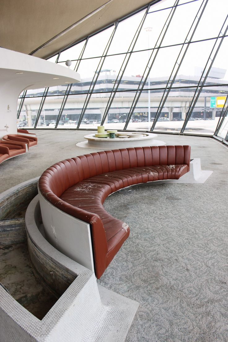 Saarinen s trans world airlines twa flight center at for Jfk airport hotel inside terminal