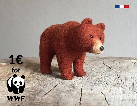 Ours en laine feutrée, ours peluche réaliste, bear needle felted, needle felting.  Création fabriquée à la main en laine, dans un atelier français avec la technique de feutrage à l'aiguille. Pièce unique à vendre sur Etsy Ours brun, grizzly laine feutrée Un achat = une bonne action puisque 1 euros est reversée à WWF !