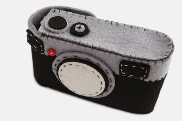 This is so cute! Fuzzy Wuzzy Was a Camera Case...A felt camera case made to snuggle your camera.